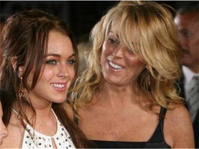 Lohan'ın annesi de az değilmiş!